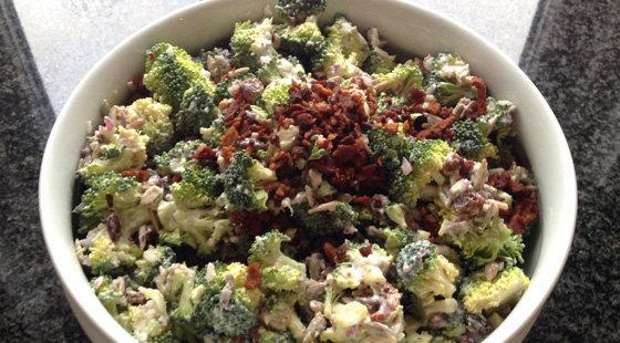 opskrift broccolisalat