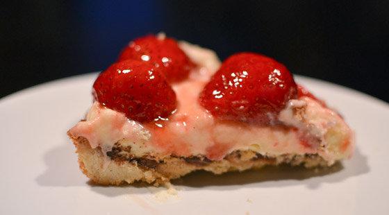 Et stykke af den dejlige jordbærtærte