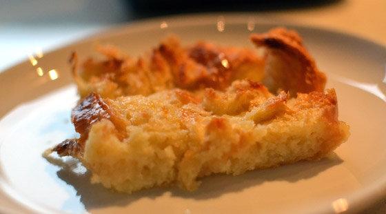 Et stykke karamel croissant