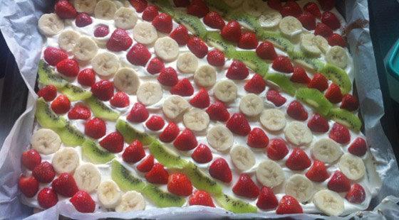 lagkage med frugt