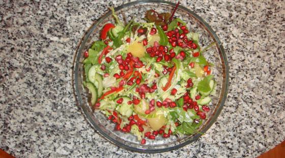 salat med granatæble og oliven