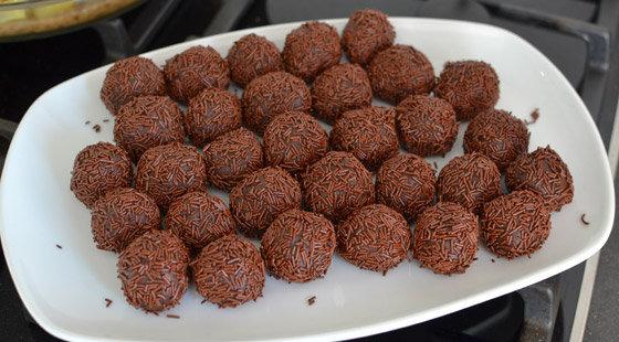 Trøffelkugler med chokoladekrymmel